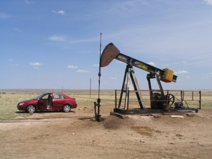 Oil Rig near Dalhart, Texas - 05-14-2006