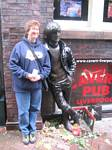 Tami Wendell and the Liverpool Statue of John Lenon - 10-10-2006